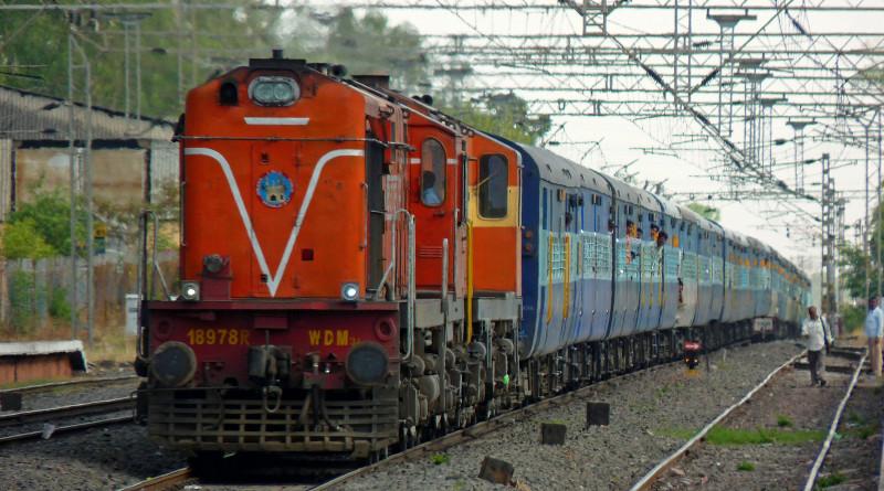 http://navprabhattimes.com/uttar-pradesh/woman-jump-over-train-suicide-1322.html